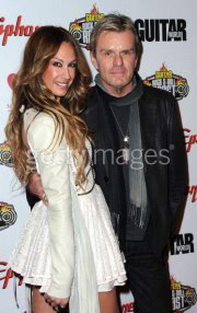 Billy Duffy Married http://www.myrnamariabarahona.com/home.php/tracks/entry/aj_celi_una_novia_del_rock_roll_con_cuerpo_y_caracter/